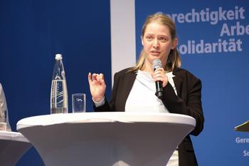 Simone Burger bei ihrer Vorstellung auf der Bezirkskonferenz