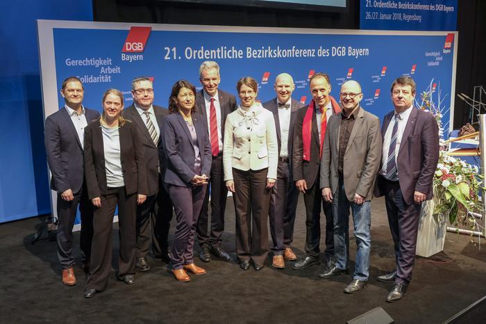 Auch die beiden Bezirksvorsitzenden und die GeschäftsführerInnen der weiteren Regionen wurden auf der Konferenz gewählt.