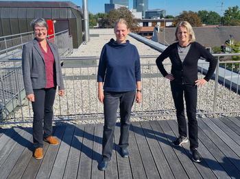 Die wiedergewählte Vorsitzende Simone Burger (Mitte) mit ihren Stellvertreterinnen Sybille Wankel (links) und Claudia Weber (rechts)