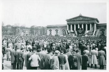 Maikundgebung 1956 auf dem Königsplatz.