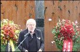 Prof. Dr. Keupp spricht am Mahnmal